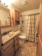 1146 W Ave B - Bath Photo