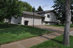 Property for sale at 1610 Canyon Drive, Bismarck,  North Dakota 58503