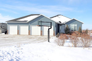 Property for sale at 832 Country View Drive, Menoken,  North Dakota 58558