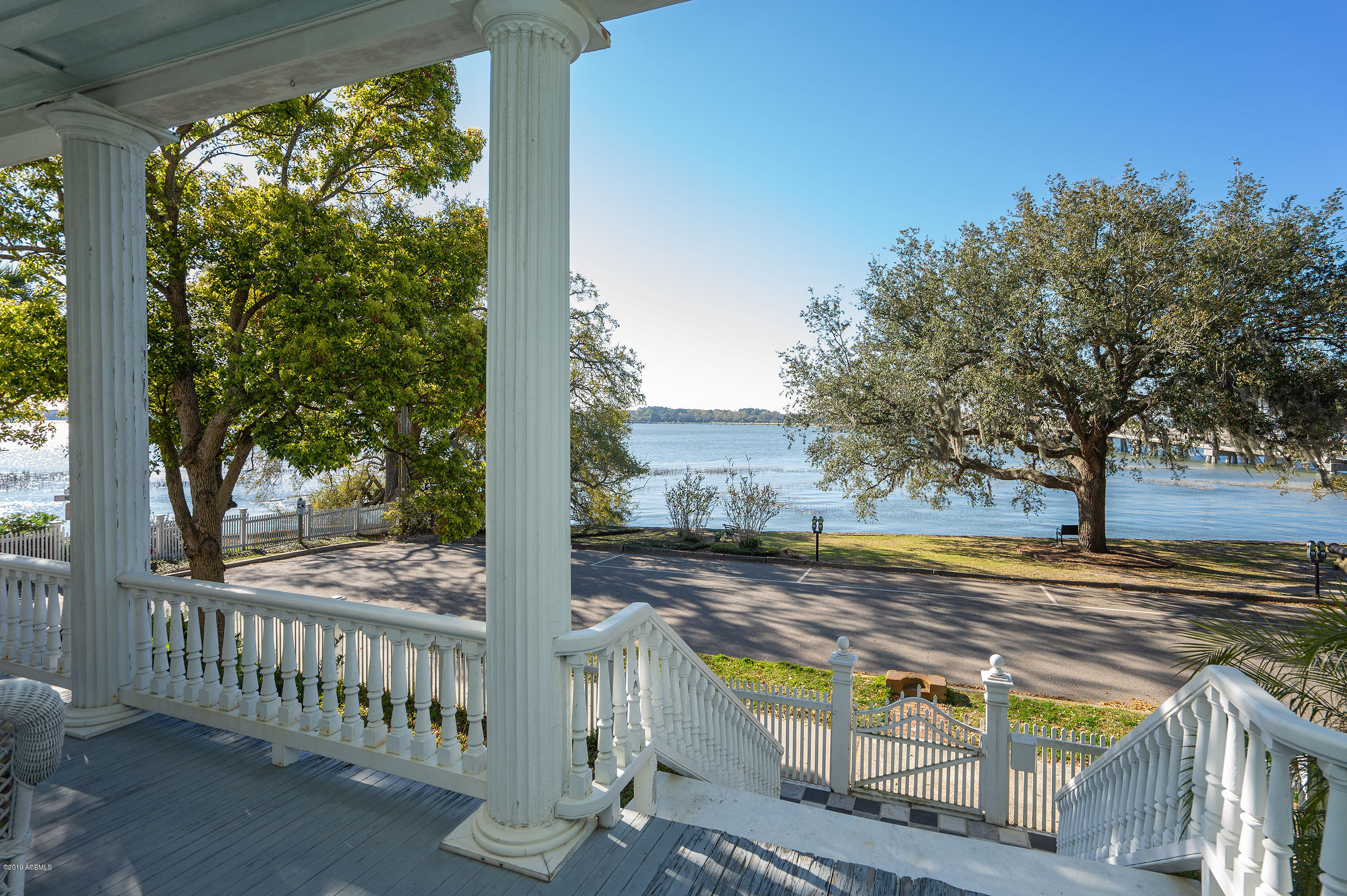 Photo of 601 Bay Street, Beaufort, SC 29902