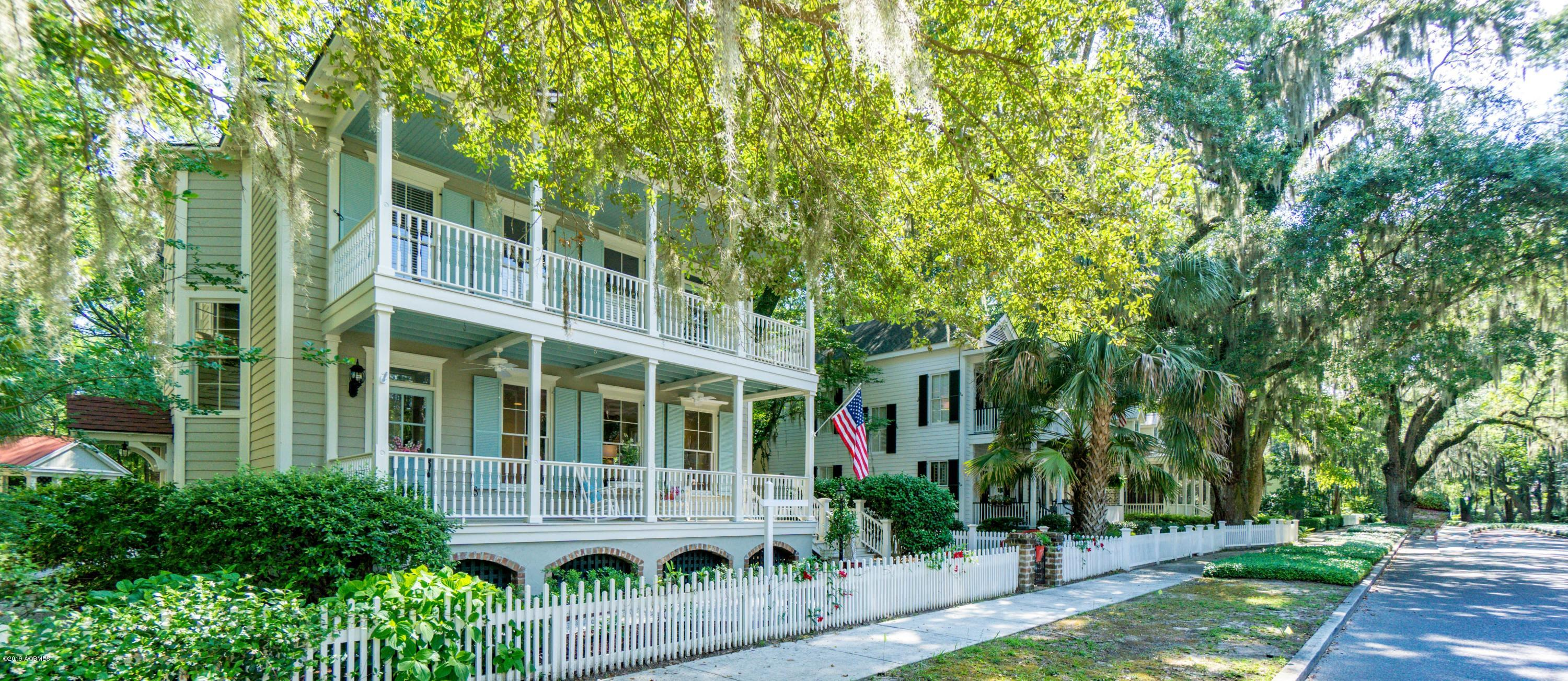 Photo of 29 Newpoint Road, Beaufort, SC 29907