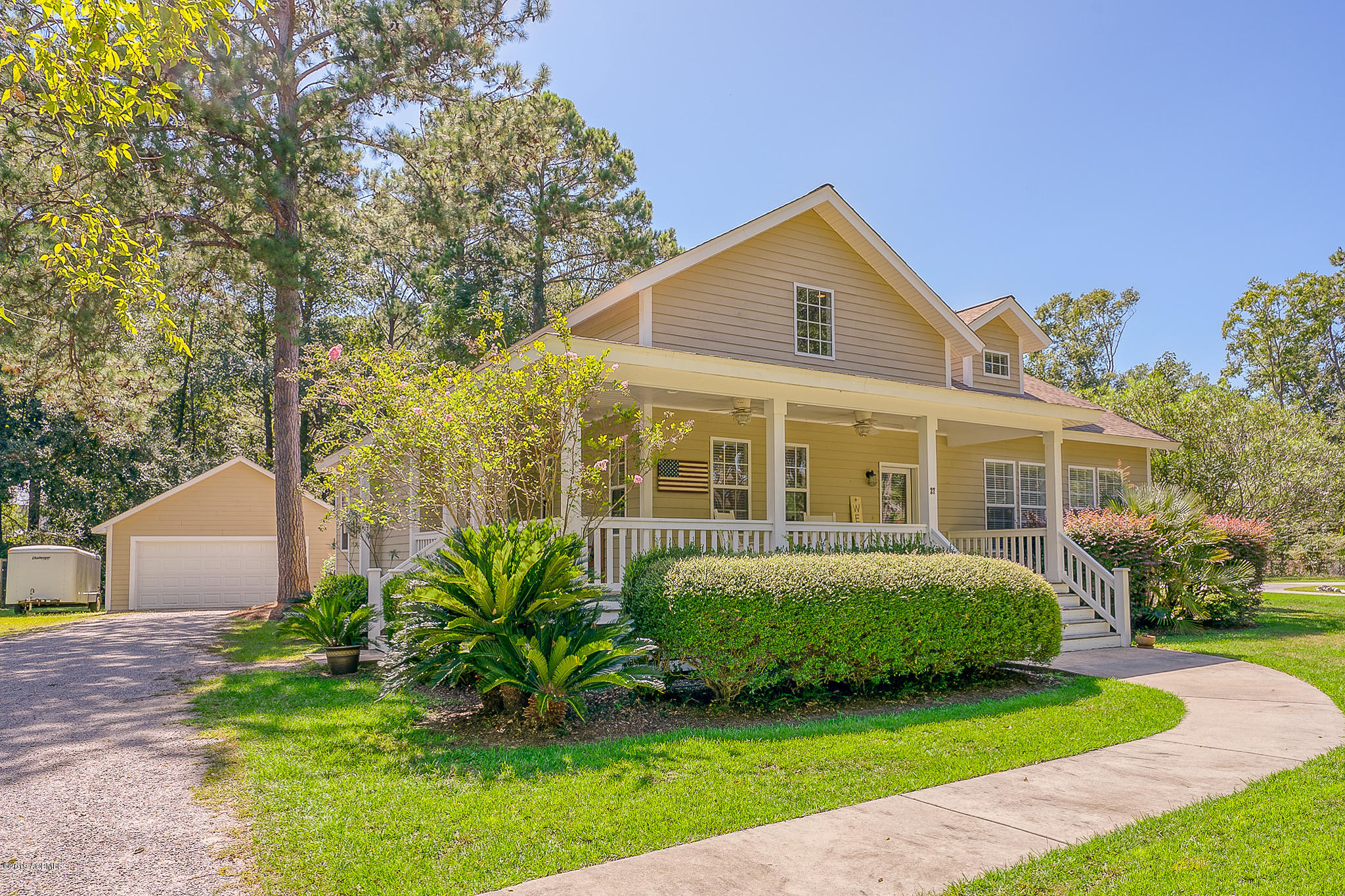Photo of 27 E River Drive, Beaufort, SC 29907