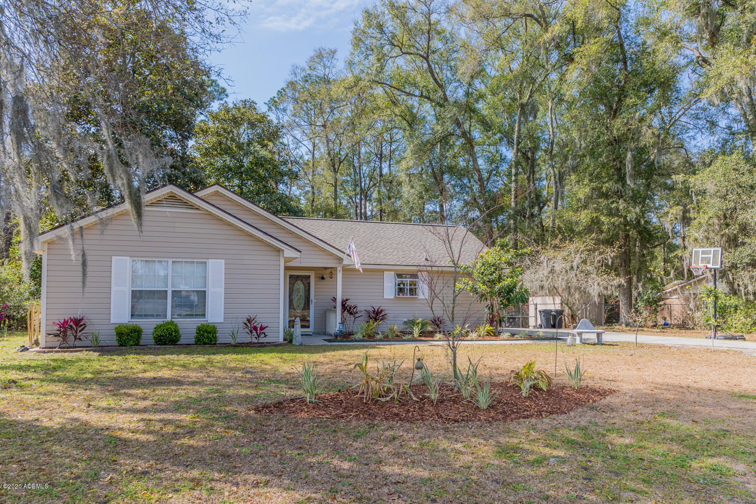 Photo of 9 Oyster Factory Road, Beaufort, SC 29907