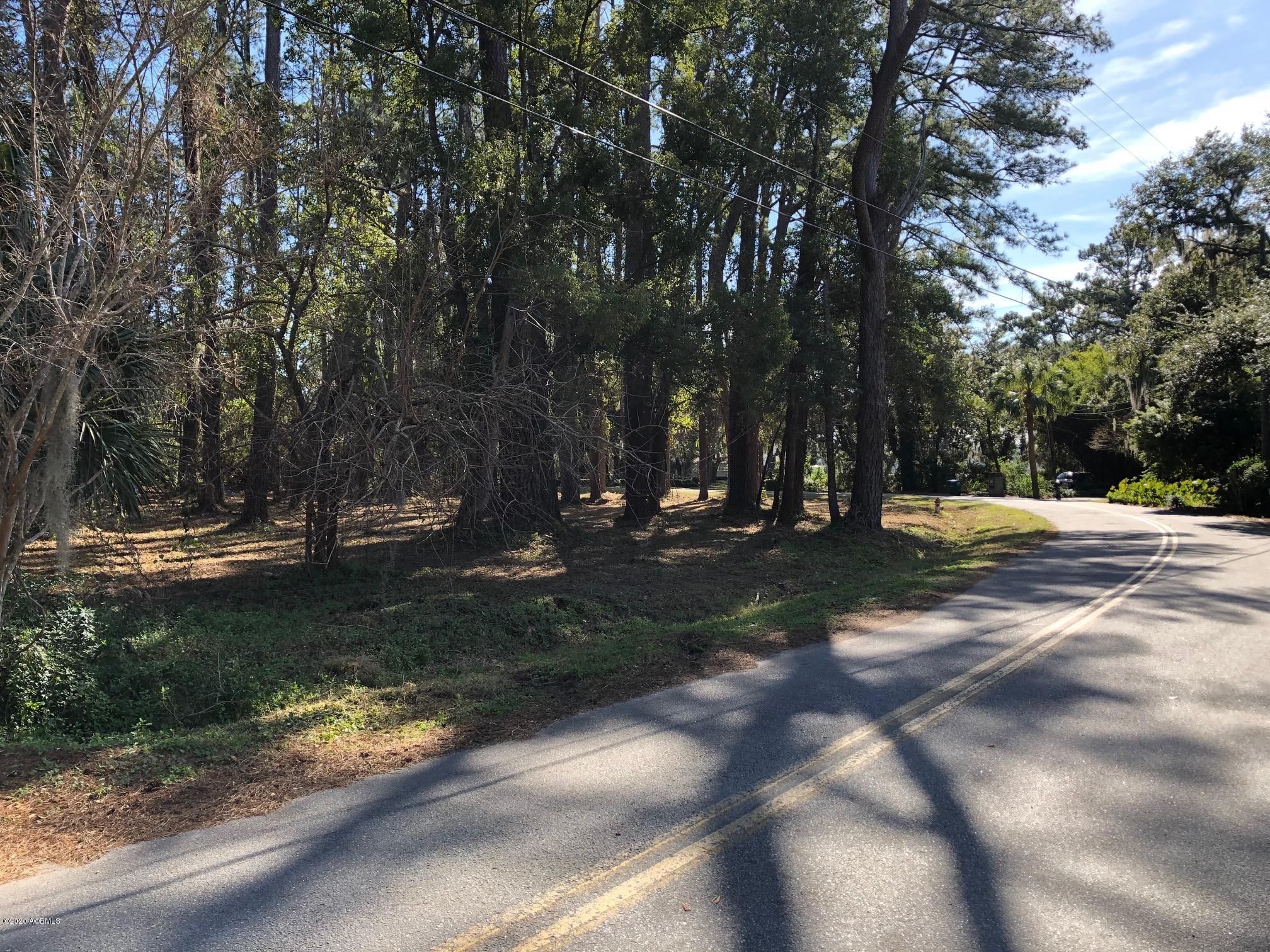 Photo of 114 S Hermitage Road, Beaufort, SC 29902