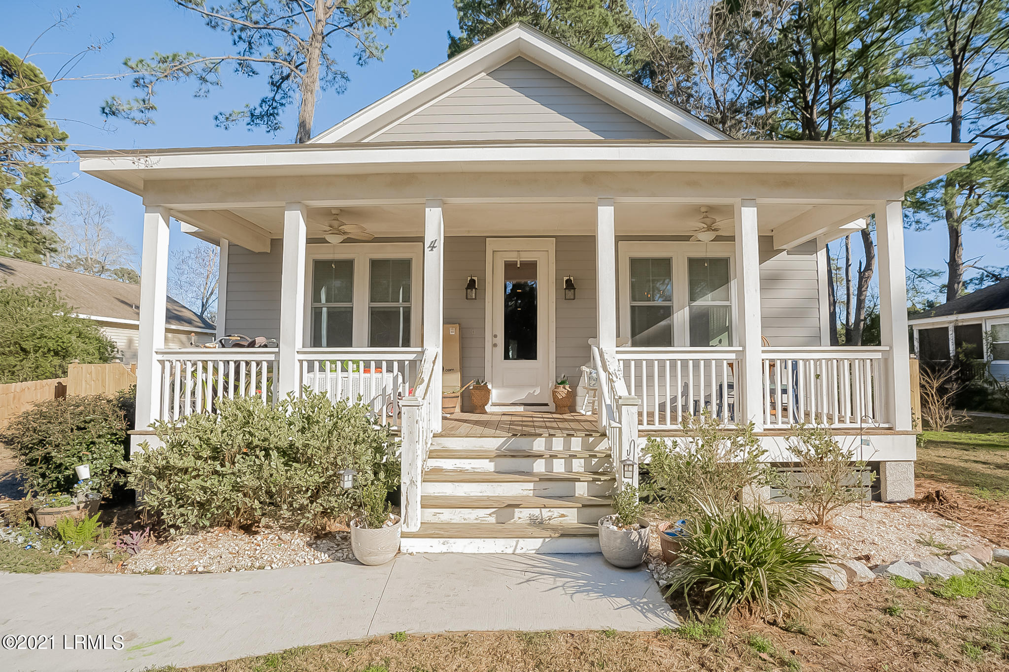 Photo of 4 River Drive, Beaufort, SC 29907