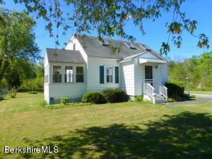 25 Sunset Dr, Williamstown, MA 01267