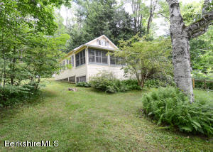 14A Mahkeenac Heights Rd, Stockbridge, MA 01262