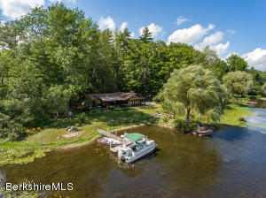 46 Lake Dr, Stockbridge, MA 01262