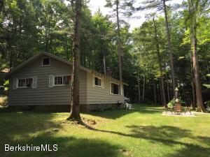 19 Birch Ln, Stockbridge, MA 01262
