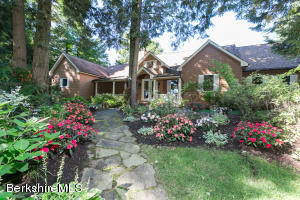 5 Stone Hill Rd, Stockbridge, MA 01262