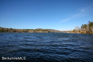 Wonderful waterfront on Lake Buel