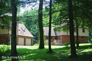 4 Robin Rd, West Stockbridge, MA 01266