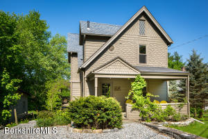 22 Pine St, Great Barrington, MA 01230