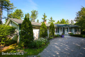 29 Mahkeenac, Stockbridge, MA 01262