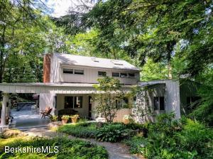 4 Castle Hill Rd, Stockbridge, MA 01262