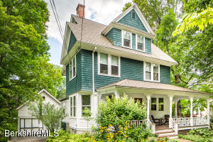 CHARMING VICTORIAN AND CARRIAGE HOUSE