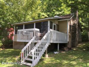 10 Mahkeenac Heights, Stockbridge, MA 01262