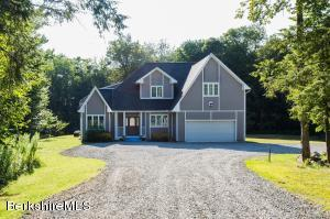 29 Valley View Rd, Becket, MA 01223
