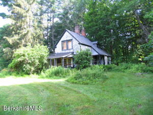 53 Interlaken Rd, Stockbridge, MA 01262