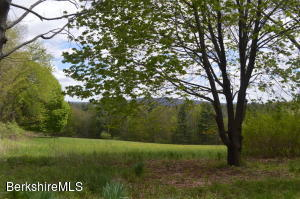 374 West Rd, Lee, MA 01238