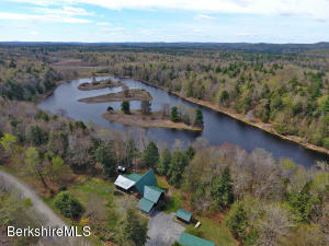 464 Long Bow Ln, Becket, MA 01223