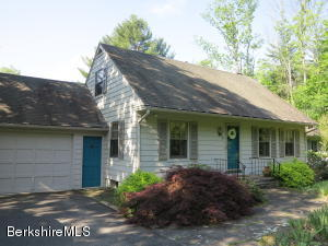 3 Quiet Knoll Rd, Stockbridge, MA 01262