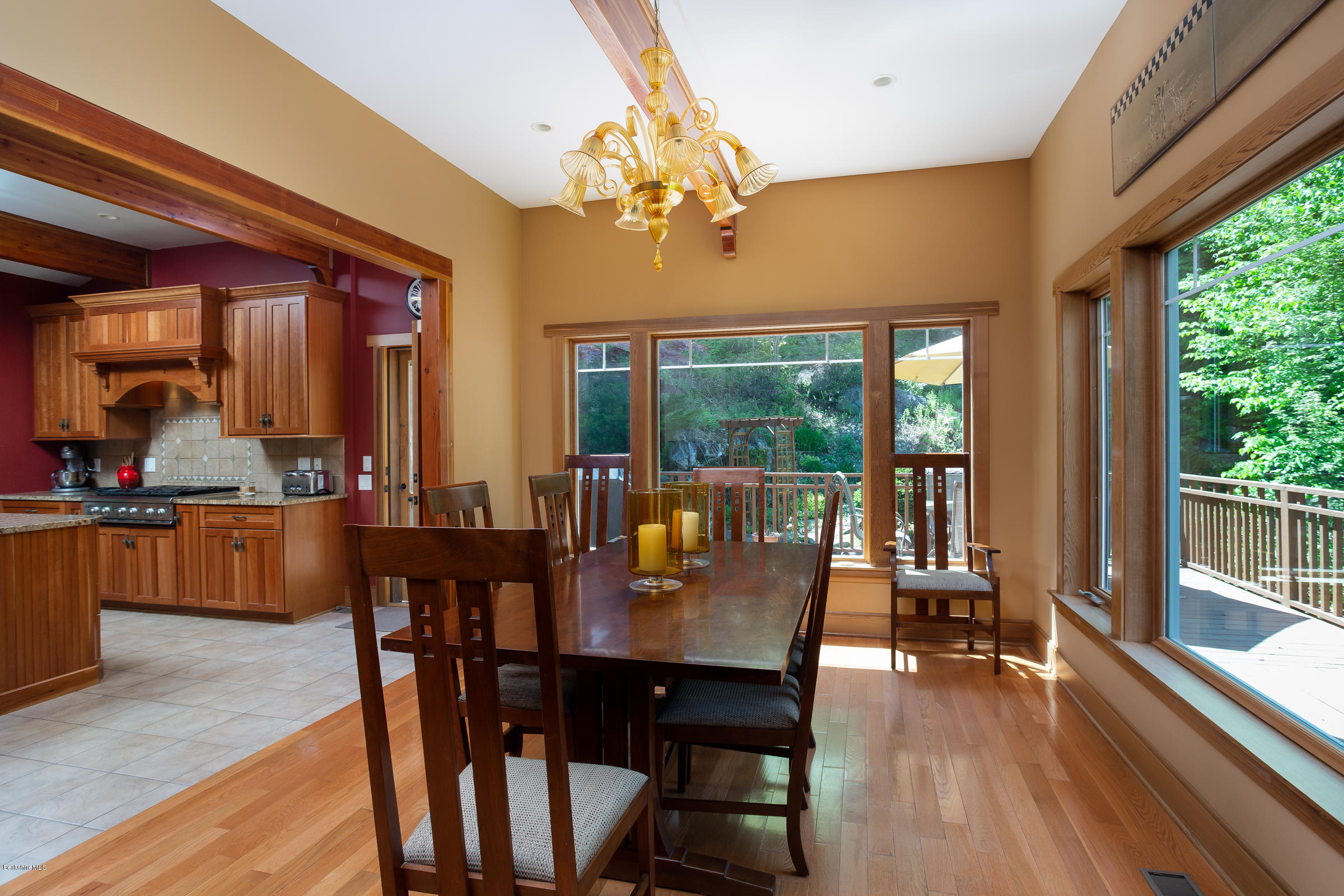 Spacious, Light Filled Arts & Crafts Contemporary In A Private Setting,