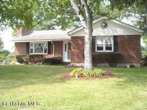 100 Parkview Ter, Lee, MA 01238