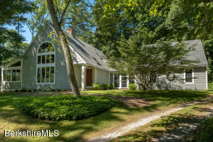 9 Lake View Rd, Great Barrington, MA 01230
