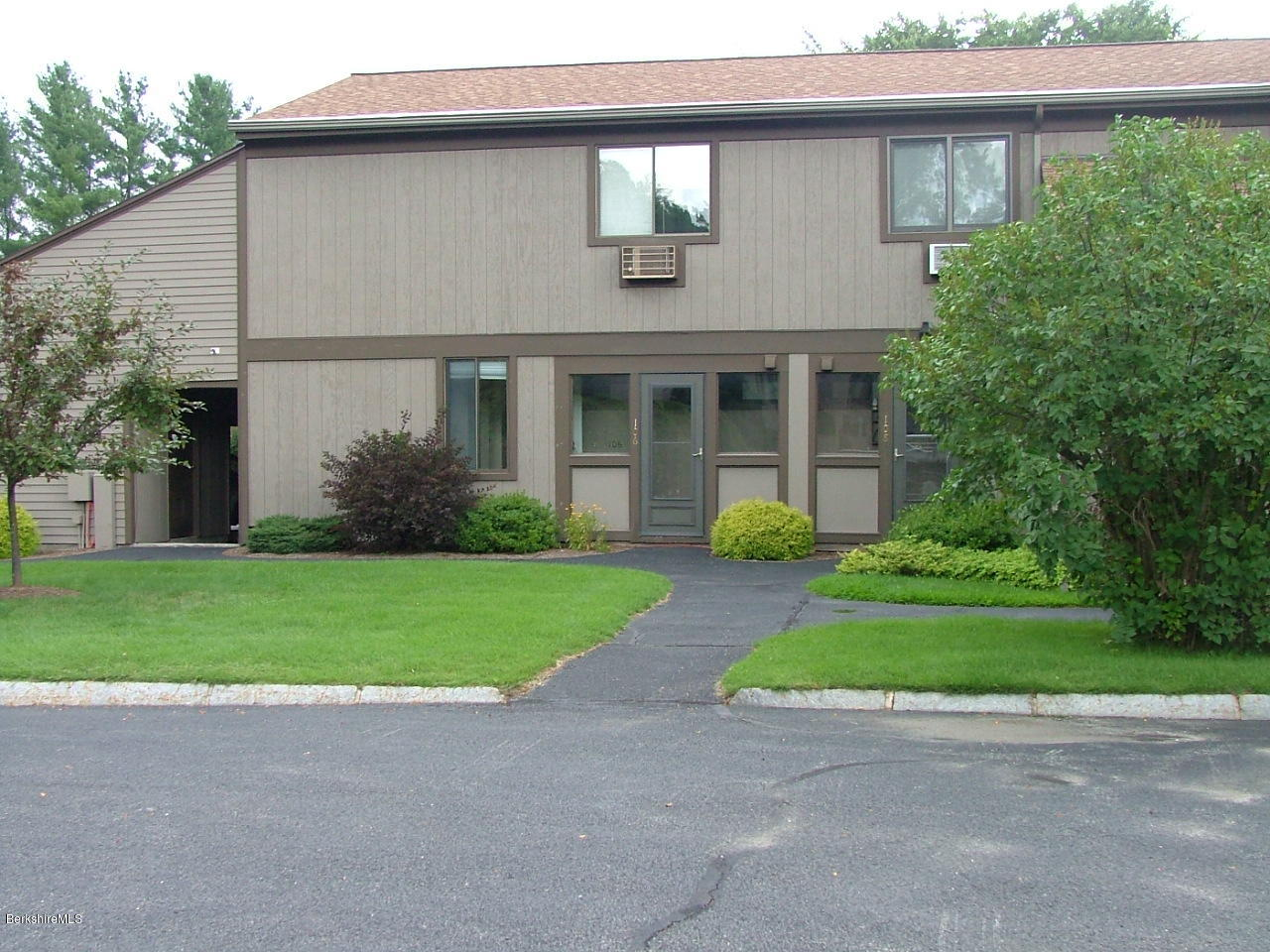 front of condo with car port on the left