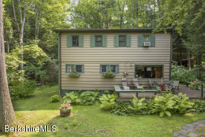 21 Beachwood Dr, Stockbridge, MA 01262
