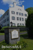 33 Maplewood Ave Ave, Pittsfield, MA 01201