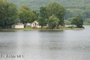 236 Lake Shore, Cheshire, MA 01225
