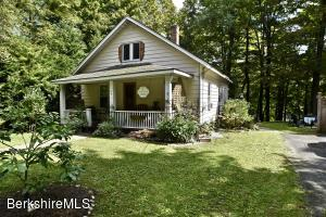 27 Glendale Rd, Stockbridge, MA 01262