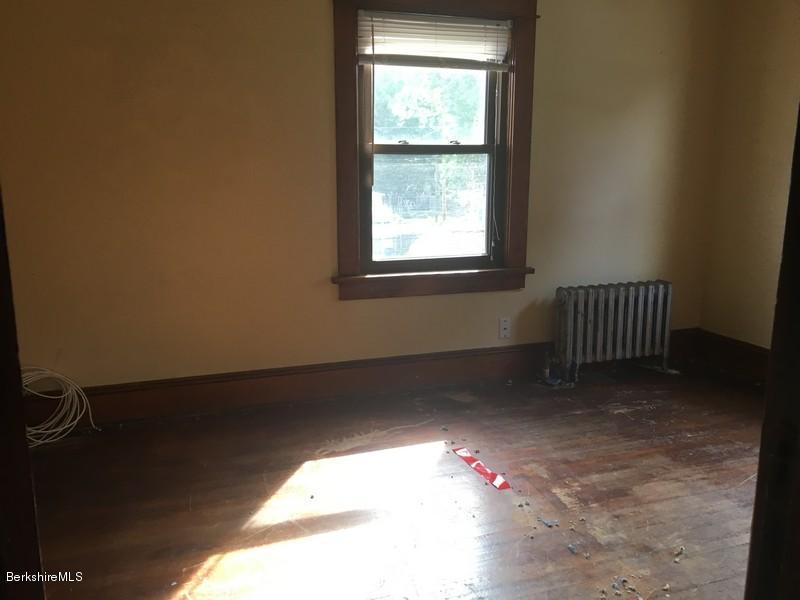 251-430285 Bedroom 1