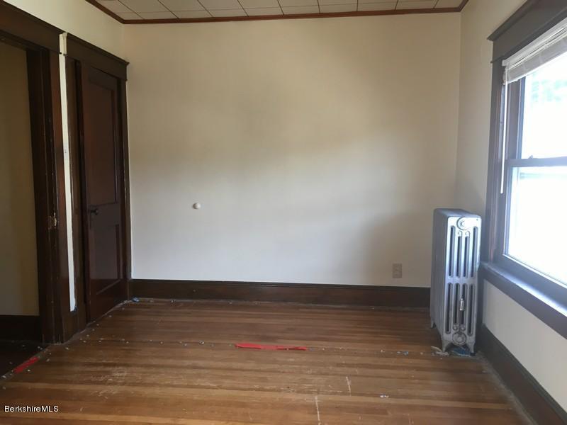 251-430285 Bedroom 8