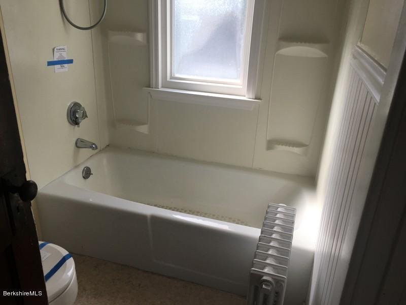 251-430285 Bathroom 4