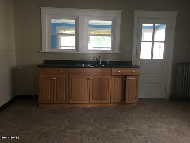 251-430285 Kitchen 5