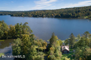 4 Cove, Stockbridge, MA 01262