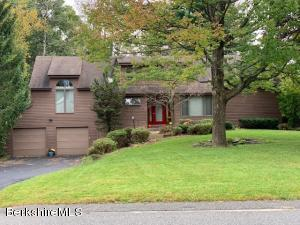13 Meadow Ridge Dr, Pittsfield, MA 01201