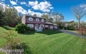 85 Cobbleview Rd, Williamstown, MA 01267