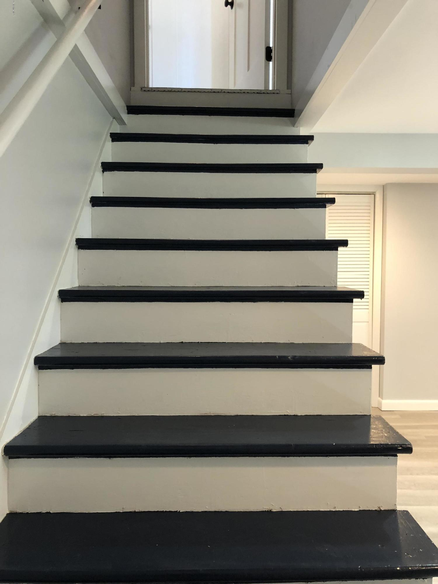 lower_level_stairs