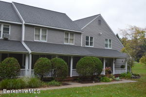 880 East St St, Lee, MA 01238