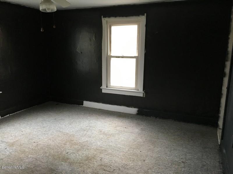 251-308392 Bedroom 7