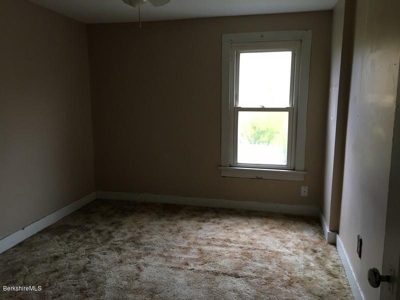 251-308392 Bedroom 10