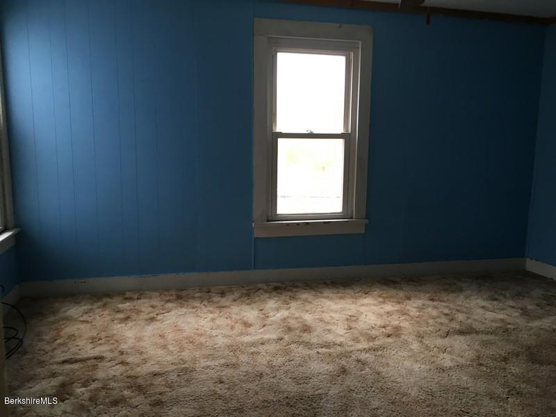 251-308392 Bedroom 13