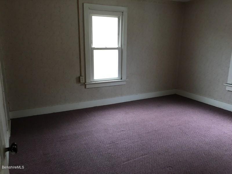 251-308392 Bedroom 17