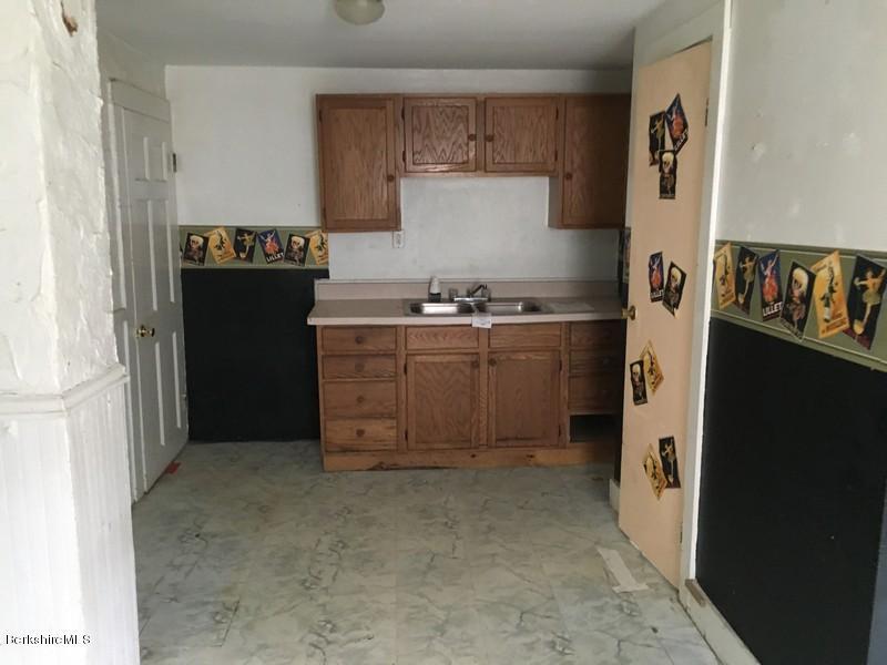 251-308392 Kitchen 2