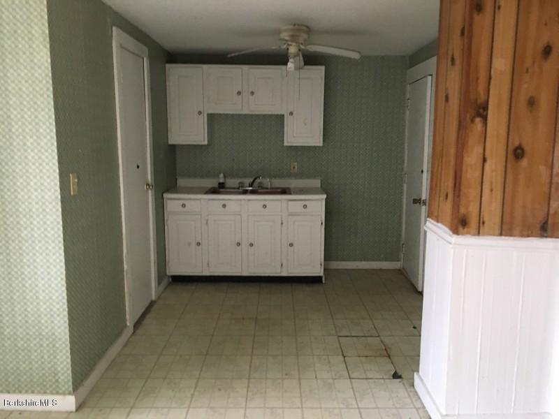251-308392 Kitchen 5