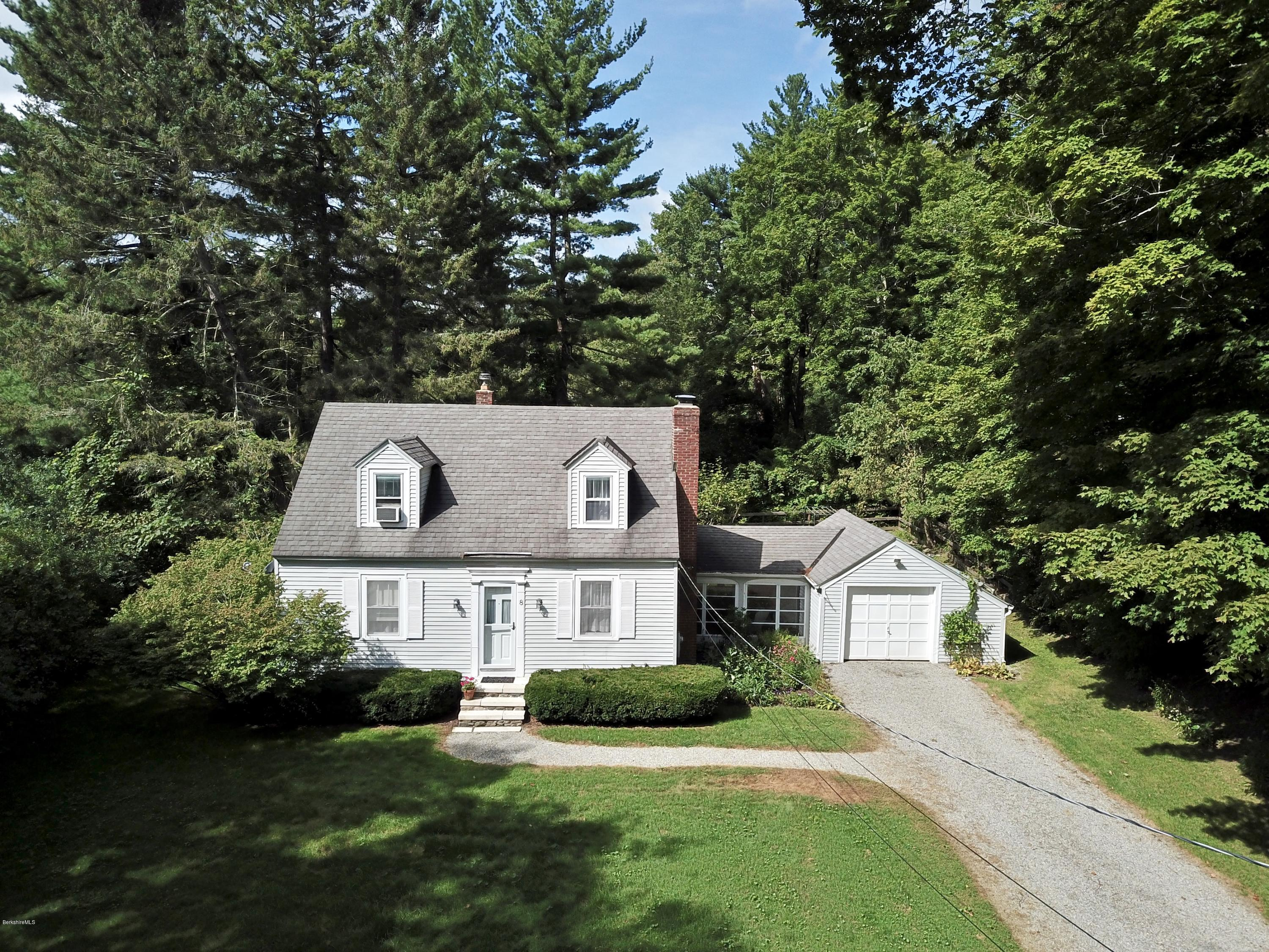8 Lukeman Ln Stockbridge MA 01262